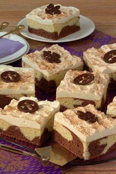 Marble cake with sour cream: Recipe for juicy cheesecake variation - Recipes - bildderfrau.de Marble cake with sour cream: Recipe for juicy cheesecake variation - Recipes - bildderfrau. Sour Cream Cake, Whipped Cream Frosting, Cinnamon Cream Cheese Frosting, Cupcake Recipes, Snack Recipes, Dessert Recipes, Dessert Food, Free Fruit, Marble Cake