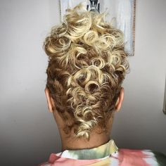 best=Blonde Curls And Pretty Cut salonjmoirai Black Hair Information Frenze Bridal New Short Hairstyles, Mohawk Hairstyles, My Hairstyle, Black Women Hairstyles, Prom Hairstyles, Halloween Hairstyles, Hairstyles Videos, School Hairstyles, Pixie Haircuts