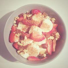 Sveglia presto fragole a colazione.
