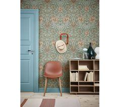 Blue door from Swedoor. William Morris Tapet, William Morris Wallpaper, Morris Wallpapers, Wallpaper Decor, Home Wallpaper, Home Bedroom, Bedroom Decor, Morris Homes, Interior Inspiration