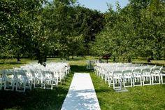 Buiten trouwen in de boomgaard