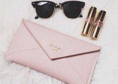 女子力アップも春に新調するならキュートなピンク財布が欲しい!