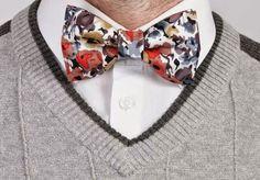 Sommerliche Fliege für den Bräutigam / bow tie with flowers. groom, wedding…