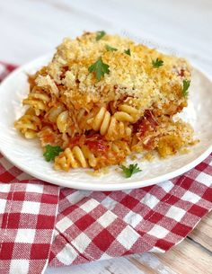 Chicken Parmesan Casserole With Pasta (Quick & Easy Dinner Recipe!) Chicken Parmesan Casserole, Easy Chicken Parmesan, Easy Baked Chicken, Chicken Pasta Recipes, Parmesan Pasta, Dinner Recipes Easy Quick, Recipes Dinner, Dinner Ideas, How To Cook Pasta