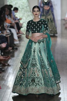 Manav Gangwani at India Couture Week 2016 Indian Wedding Fashion, Indian Wedding Outfits, Pakistani Outfits, Indian Outfits, Indian Bridal Lehenga, Indian Bridal Wear, India Fashion, Asian Fashion, Women's Fashion