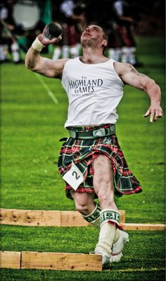 Highland games In a kilt and still looks more manly then most men. Scottish Man, Scottish Tartans, As Roma, Scottish Highland Games, Men In Kilts, Tartan Plaid, My Heritage, Celtic, Sexy Men