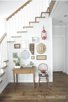 Farmhouse foyer gall