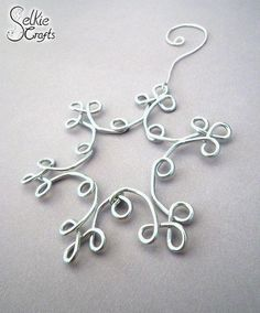 Wire wrapped Christmas hanging decoration. Craft ideas from LC.Pandahall.com