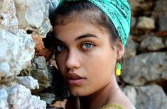 Crochet Earrings, Actresses, Fashion, Make Up, Daughter, Female Actresses, Moda, Fashion Styles, Fashion Illustrations