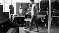 RA: Nils Frahm: Two hands and two feet