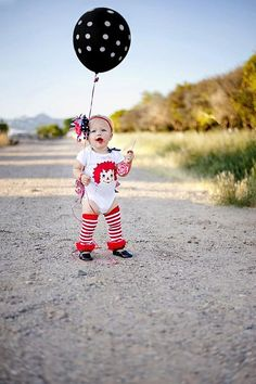 Raggedy Ann 1st Birthday Party outfit. Kara's Party Ideas - The Place for All Things Party! Love the giant balloon!