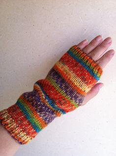「太陽のハンドフォーマー」グラデーションが綺麗な 暖かな色の毛糸を見つけました[材料]並太の毛糸 Wrist Warmers, Hand Warmers, Crazy Colour, Yellow Stripes, Fingerless Gloves, Mittens, Purple, Pink, Hand Knitting