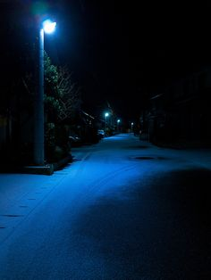 a cold night in late winter Night Aesthetic, City Aesthetic, Blue Aesthetic, Dark Photography, Night Photography, Cold Night, Dark Night, Night Vibes, Dark Paradise