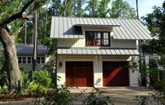 Traditional Spaces Standing Seam Metal Roof Design, Pictures, Remodel, Decor and Ideas Garage Design, Roof Design, Exterior Design, House Design, Exterior Colors, Exterior Trim, Cabin Design, Exterior Paint, 2 Story Garage