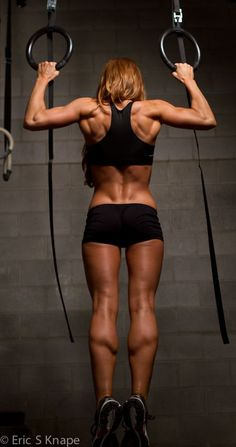chin up in action, great back shot! #fitness #motivation | http://physicalexercisepasquale.blogspot.com