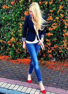 袖口の遊びが素敵なジャケットに赤のパンプス♡ 〜きれいめカジュアル系タイプのファッション スタイルのアイデア コーデ〜