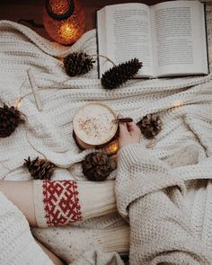 flatlay - Christmas flatlay -Christmas flatlay - Christmas flatlay - best books for Christmas Best books for Christmas Another flatlay Montreal Bella Montreal sta Insta: ntreal Christmas Flatlay, Christmas Mood, Christmas Photos, All Things Christmas, Christmas Fashion, Cosy Winter, Autumn Cozy, Winter Time, Autumn Morning
