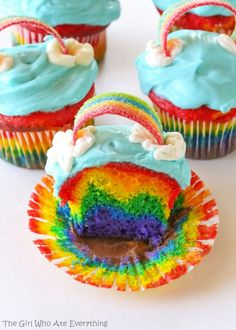Rainbow+Cupcakes+-+Gorgeous+layers+of+the+rainbow+in+a+cupcake.+the-girl-who-ate… – Rainbow + Cupcakes + – + Wunderschöne + Schichten + des + Regenbogens + in + einem + Cupcake. Cupcakes Arc-en-ciel, Rainbow Cupcakes Recipe, Cupcake Cakes, Cup Cakes, Tie Dye Cupcakes, Panda Cupcakes, Tiramisu Cupcakes, Unicorn Cupcakes, Rainbow Food
