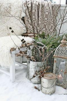 Super leuke inspiratiefoto voor in je wintertuin. Sneeuw maakt alles veel mooier volgens ons.