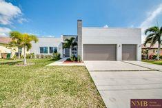 Spa, Next, Garage Doors, Florida, Outdoor Decor, Modern, Home Decor, Gulf Of Mexico, Seating Areas