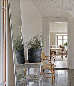 Drömmer du om ett traditionellt stenhus på Gotland? Inspireras av detta vackra hem i Stånga, en halvtimme från Visby.