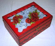 Caixa para bijuterias by Renata Sousa Rio de Janeiro Brasil. Encontre-a em www.ikerapresentes.elo7.com.br