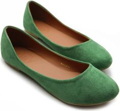 The perfect pair of green flats like these can work like a neutral