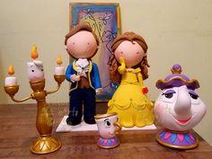 A Bela e a Fera   Lindos personagens do tema A Bela e a Fera, confeccionados em biscuit, tamanho perfeito para decoração da mesa principal.   O príncipe mede quase 30cm e os demais proporcionais.  Locamos para SP capital e região. Consulte-nos