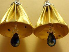 Boucles d'oreilles en capsules de café nespresso forme clochette dorée, sommet argenté.