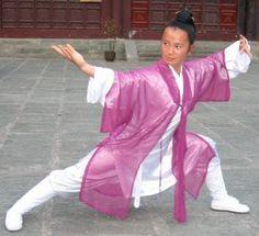 Kung Fu: Wudang kung fu Chinese Martial Arts, Martial Arts Women, Kung Fu Techniques, Shaolin Kung Fu, Female Fighter, Martial Artists, Art Poses, Qigong, Badass Women