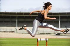 Heptatlón Vs. Decatlón. El heptatlón y decatlón son eventos combinados de pista y campo que requieren una amplia gama de habilidades. Las dos competencias, ambas disputadas en los Juegos Olímpicos, comprenden varias disciplinas de pista y campo, y algunos de los grandes nombres de la historia de ...