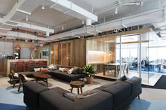 Office Tour: DigitalOcean Offices – New York City – Office lounge City Office, Office Lounge, Bureau Open Space, Interior Design And Space Planning, Digital Ocean, Office Fit Out, Cool Office Space, Office Spaces, Modular Lounges
