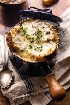 Creamy French Onion and Mushroom Soup. - Half Baked Harvest Fall Recipes, Soup Recipes, Dinner Recipes, Cooking Recipes, Gazpacho, Healty Dinner, Stuffed Mushrooms, Stuffed Peppers, Half Baked Harvest