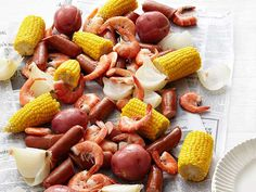 Low-Country Boil, Tricia Yearwoods recipe!  Big hit at last night's dinner!  A definite keeper! Tricia Yearwood Recipes, Trisha Yearwood, Crab Boil, Seafood Boil, Seafood Dishes, Cajun Boil, Fish Dishes, Cajun Recipes, Seafood Recipes