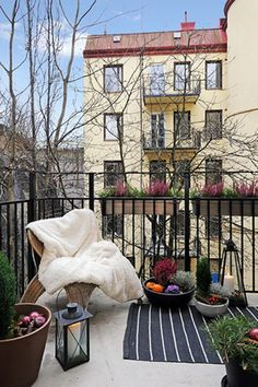 Simple planters really liven up this balcony with the extra railing height added as well for safety.