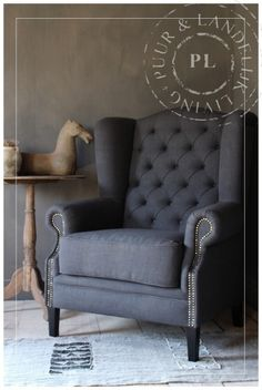 Gray Interior, Interior Design Living Room, Living Room Sofa, Home Living Room, Home Furniture, Furniture Design, Gris Rose, Home Decor Inspiration, Love Seat