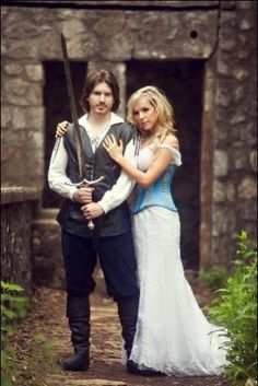 Texas photographer Stacy Reeves recently shot a Medieval-themed Day After session at an abandoned castle. The bride and groom incorporated Ren-Faire costumes, and a sword that the bride bought the …