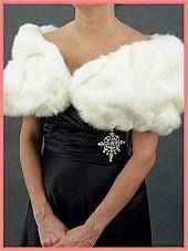 Vintage inspired faux fur evening wraps, stoles, coats and shrugs, authentic vintage mink fur stoles. Vintage Inspired Outfits, Vintage Outfits, Vintage Fashion, Old Hollywood Style, Old Hollywood Glamour, Faux Fur Stole, Plus Size Sewing, Vintage Prom, Vintage Wardrobe