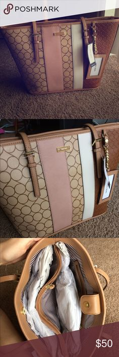 Nine West Ava Purse Stylish and super chic! This Ava bag from Nine West will be a sure show stopper. Nine West Bags Shoulder Bags