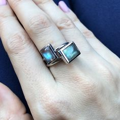 I love stacking these cabochon labradorite rings !!