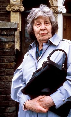Died: July 2013 ~ Anna Wing MBE was an English actress who had a long career in television and theatre, but was best known for playing Lou Beale, the matriarch of the Beale family, in EastEnders. Soap Opera Stars, Soap Stars, Bbc Tv, Tv Soap, English Actresses, The Duff, Good Old, Movie Stars, Soaps