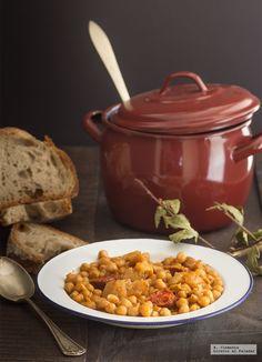 Receta de callos con garbanzos al estilo gallego Spanish Stew, Spanish Dishes, Caldo Gallego Recipe Spain, Fideo Recipe, Clean Recipes, Cooking Recipes, Best Spanish Food, Good Food, Yummy Food