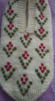 Crochet Shoes, Crochet Slippers, Knit Crochet, Knitting Socks, Free Knitting, Baby Knitting Patterns, Crochet Patterns, Knitted Baby Clothes, Baby Booties
