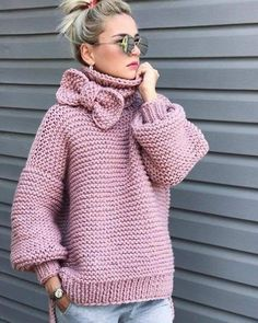 Boho Knit Pink Sweater Chunky sweater, turtlenwck sweater, bohemian style knit fashion Always wanted to learn how to knit, nonetheless not cert. Crochet Coat, Crochet Clothes, Crochet Cardigan, Cardigan Pattern, Knit Fashion, Girl Fashion, Pink Sweater, Baby Knitting, Knitwear