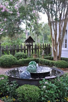 Jo Ann Hymel Louisiana French Creole home's courtyard. underspanishmoss.com