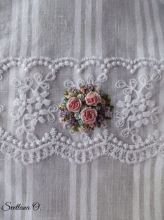 Getting to Know Brazilian Embroidery - Embroidery Patterns Brazilian Embroidery Stitches, Embroidery Flowers Pattern, Hardanger Embroidery, Shirt Embroidery, Silk Ribbon Embroidery, Hand Embroidery Designs, Cross Stitch Embroidery, Flower Patterns, Cross Stitch Rose