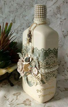 Reciclando garrafa com scrapdecor, ByVeronicaMarrafão Wine Bottle Corks, Glass Bottle Crafts, Diy Bottle, Bottle Vase, Painted Wine Bottles, Bottles And Jars, Glass Bottles, Jar Art, Jar Crafts