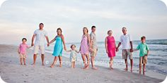 Large family posing idea from staceysiegalphotographyblog.com