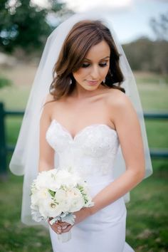 This is how a bride is supposed to look - naturally beautiful without overdressing and overdoing