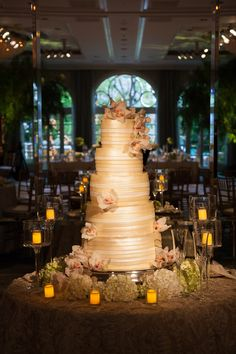 Four Seasons Los Angeles Pastry Chef Federico Fernandez not only creates wedding cakes that taste unbelievable, but look fabulous too! #weddings #weddingcakes #cake #LA #pastries